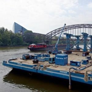 Einschwimmen der Osthafenbrücke
